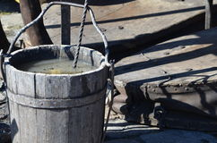 Drewniany wiadro i narzędzia blacksmiths robić zakupy Zdjęcie Royalty Free