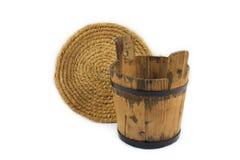 Drewniany wiadro i słomiany puchar Obrazy Stock