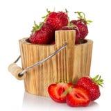 Drewniany wiadro truskawka Fotografia Stock