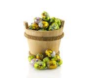 Drewniany wiadro z Easter jajkami Obrazy Royalty Free