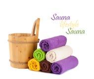 Drewniany wiadro z kopyścią dla sauna Zdjęcia Stock