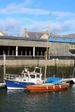Drewniany wyłuszczony jacht, mała łódka, Eyemouth schronienie obrazy royalty free