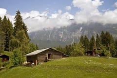 Drewniany wysokogórski dom Zdjęcia Royalty Free