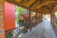 Drewniany zakrywający bridżowy Raquira Kolumbia Obraz Stock