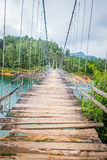Drewniany zawieszenie most w Guatape, Kolumbia zdjęcia royalty free