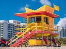 Drewniany zegarka wierza w art deco stylu przy południe plażą, Miami fotografia stock