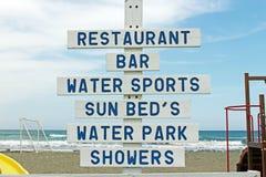 Drewniany znak na plaży Obrazy Stock