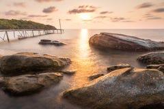 Drewno briged przy małą wyspą Zdjęcie Stock