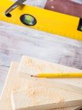 Drewno i narzędzia dla mierzyć tnącego poziom DIY wykonujemy ręcznie Zdjęcie Stock