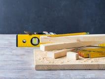 Drewno i narzędzia dla mierzyć tnącego poziom DIY wykonujemy ręcznie Fotografia Stock