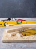 Drewno i narzędzia dla mierzyć tnącego poziom DIY wykonujemy ręcznie Fotografia Royalty Free