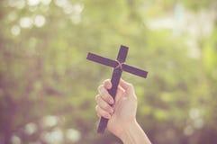Drewno krzy? lub religia symbolu kszta?t zdjęcie stock