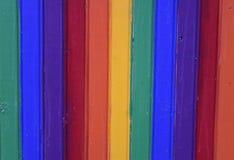 Drewno malujący w tęcza kolorach obraz stock