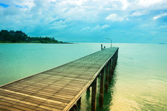 Drewno most nad morzem, marzycielski kolor Fotografia Royalty Free