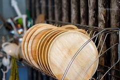 Drewno talerz na półkach Obrazy Stock