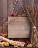 Drewno znak z jesieni dekoracjami Zdjęcie Stock