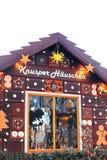 Drezdeński, Niemcy, Grudzień 19, 2016: Piernikowy dom w Bożenarodzeniowym rynku w Drezdeńskim, Niemcy Inskrypcja wewnątrz Zdjęcia Royalty Free