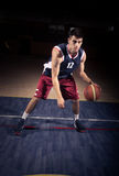 Dribble παίχτης μπάσκετ σφαίρα στοκ εικόνα με δικαίωμα ελεύθερης χρήσης