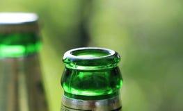 Dricka öl på partiet Royaltyfri Bild