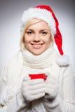Dricka den varma drinken på jul. Royaltyfri Bild