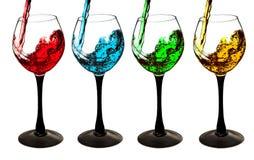 Dricka ett exponeringsglas av vin som en olik uppsättning av coctailen isolerade Arkivfoton