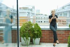 dricka för affärskvinnakaffe Royaltyfria Bilder