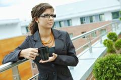 dricka för affärskvinnakaffe Royaltyfri Foto