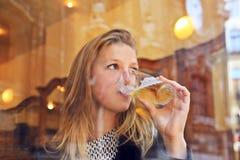 Dricka för flicka arkivbilder