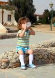 dricka flicka för flaska little Royaltyfri Foto