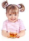dricka flickafruktsaft för äpple little royaltyfria bilder