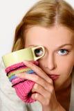 dricka flickatea för kaffe Arkivbild