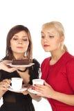 dricka flickor två för kaffe royaltyfri bild