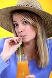 Dricka fruktsaft för kvinna Fotografering för Bildbyråer