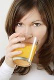dricka fruktsaftorange Arkivbilder