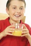 dricka fruktsaftorange för barn Arkivbild