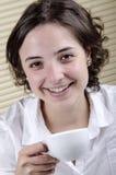 Dricka kaffe för kontorsanställd Royaltyfria Foton