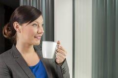 dricka kvinna för affärskaffe Arkivbild