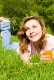 dricka kvinna för gläntafruktsaftsommar Fotografering för Bildbyråer
