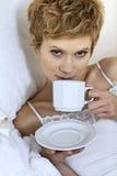 dricka kvinna för underlagkaffe Royaltyfria Foton