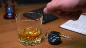 Dricka och maskin stock video