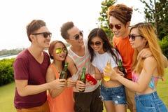 Dricka på partiet Royaltyfri Foto