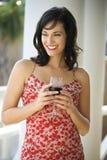 dricka rött vinkvinna royaltyfri bild