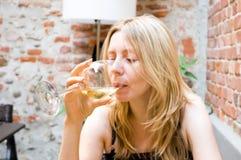 dricka restaurangwinekvinna Arkivfoto