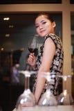 dricka sexig wine för flicka Royaltyfria Bilder
