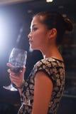 dricka sexig wine för flicka Arkivbild