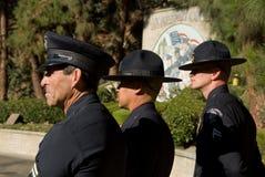 Drie ambtenaren die aan het een diploma behalen klasse LAPD kijken Royalty-vrije Stock Fotografie