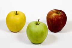Drie appelen op een stapel op witte achtergrond Stock Fotografie
