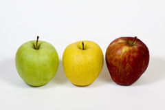 Drie appelen op een stapel op witte achtergrond Stock Afbeeldingen