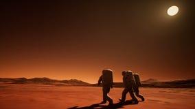 Drie astronauten in spacesuits onderzoeken de planeet Mars stock illustratie