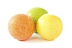 Drie ballen van de kleuren kauwgom Stock Foto's
